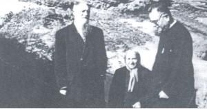 Mons. Strazzacappa (a ds) con un missionario ed una Familiare
